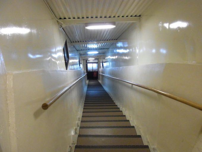 秘湯甲子温泉大黒屋お風呂へと続く長い階段
