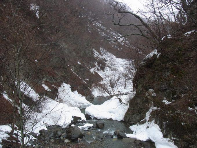 秘湯甲子温泉大黒屋渓谷を渡る橋