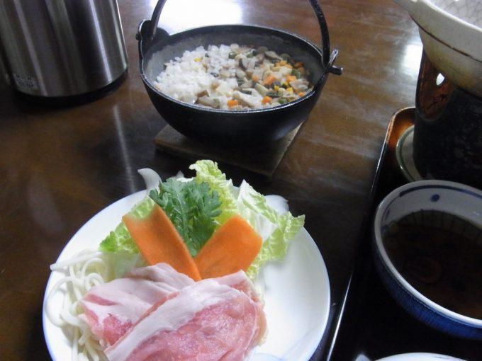 秋田八幡平秘湯ふけの湯豚しゃぶと山菜ご飯