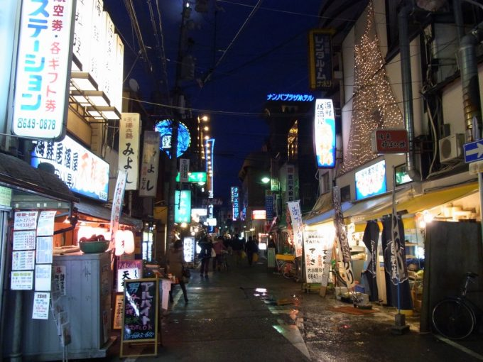 大阪ミナミ千日前御園ビル付近のディープな路地