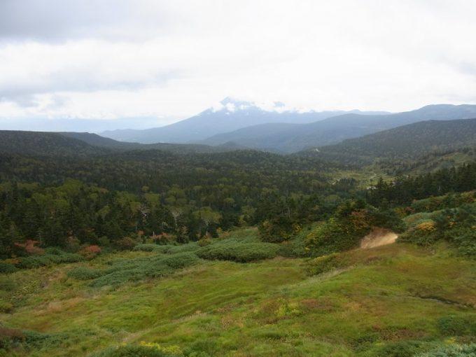 八幡平山頂レストハウスより岩手県側を望む