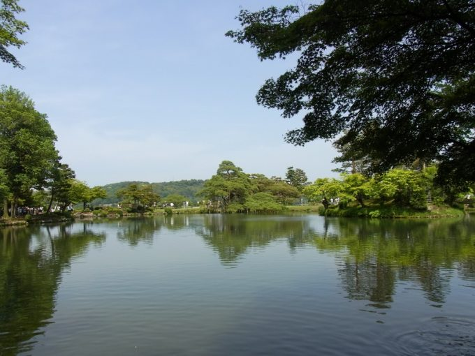 初夏の金沢兼六園空に浮かぶ庭園