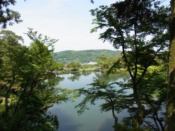初夏の金沢栄螺山から望む兼六園と金沢の街