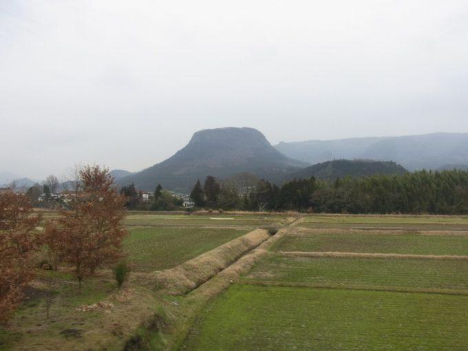 久大本線特急ゆふいんの森Ⅰ世車窓特徴的な伐株山