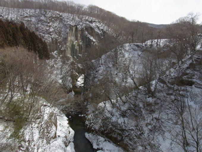 阿武隈川源流雪割渓谷雪景色
