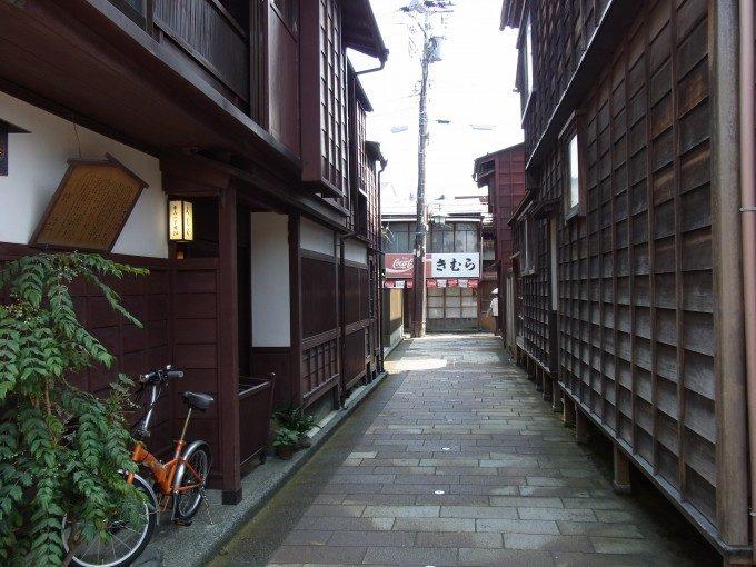 金沢ひがし茶屋街風情のある路地