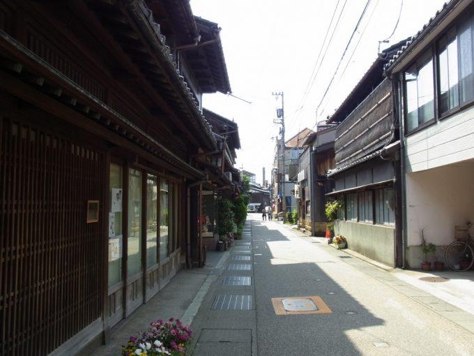 金沢の生活感ある古い街並み