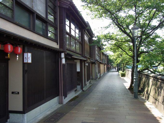浅野川沿い金沢主計町茶屋街