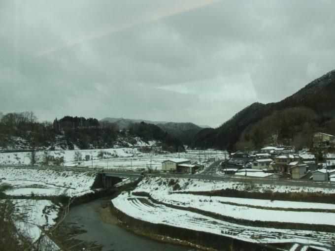 福知山線特急こうのとり車窓を彩る雪景色