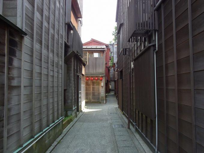 静かな金沢主計町茶屋街