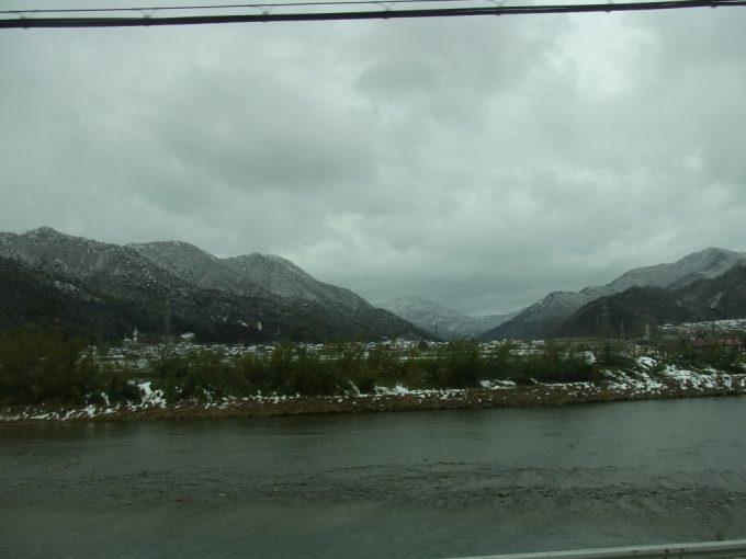 特急こうのとり曇天の冬の車窓