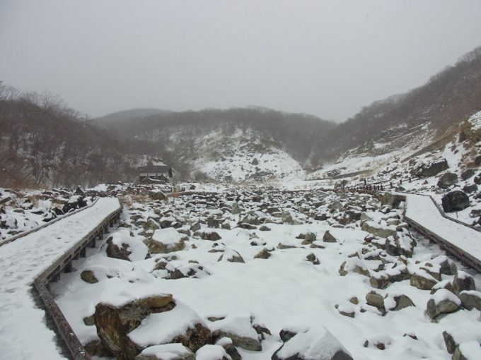 那須湯本噴煙地雪景色の荒涼とした風景