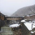 冬の那須湯本雪景色の鹿の湯