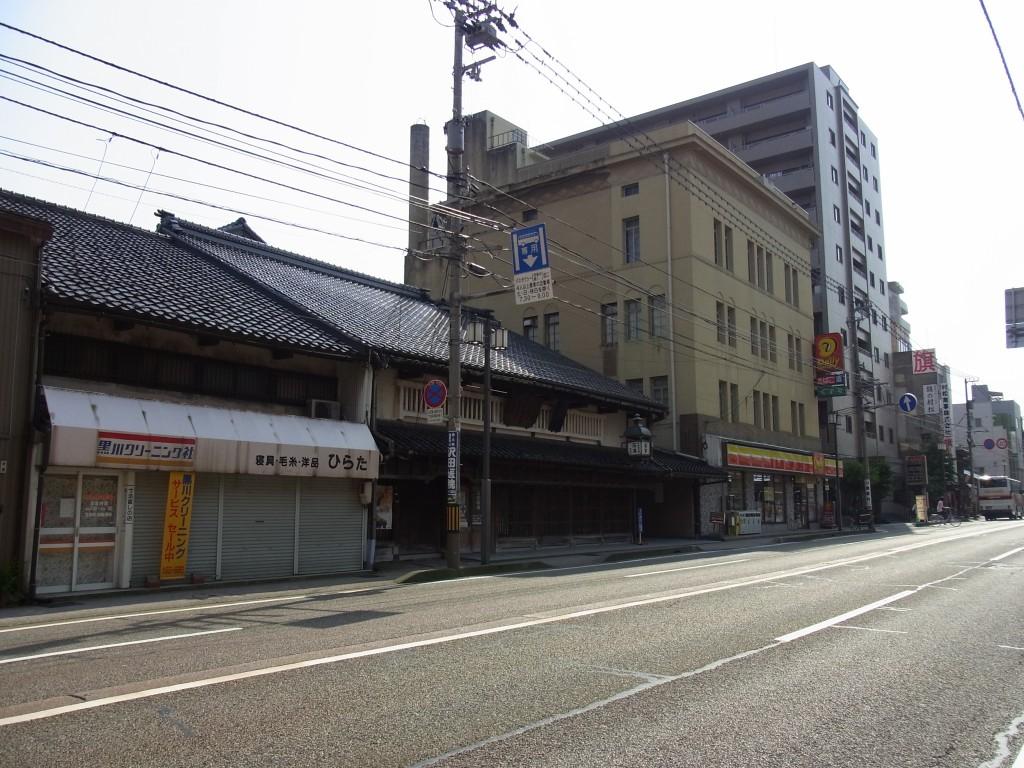 新旧が同居する金沢の街並み