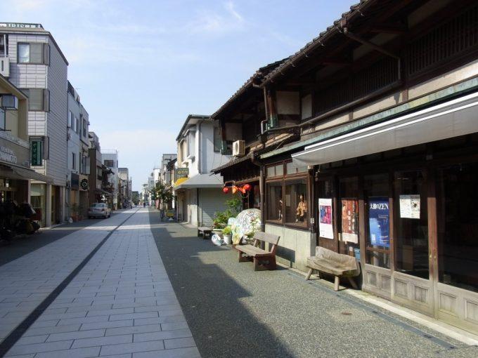 金沢別院への商店街