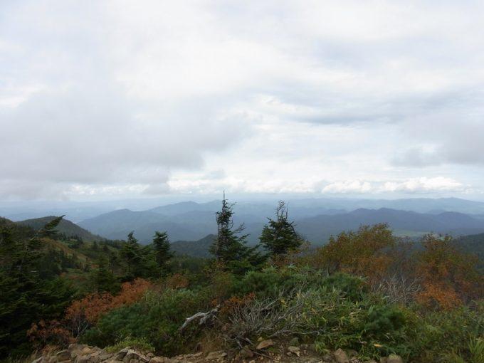 秋の八幡平見渡す限りの奥羽山脈