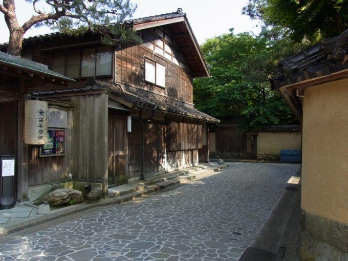 都会の中ひっそりと佇む金沢長町武家屋敷跡