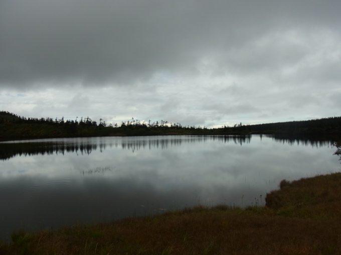 空に近い秋の八幡沼