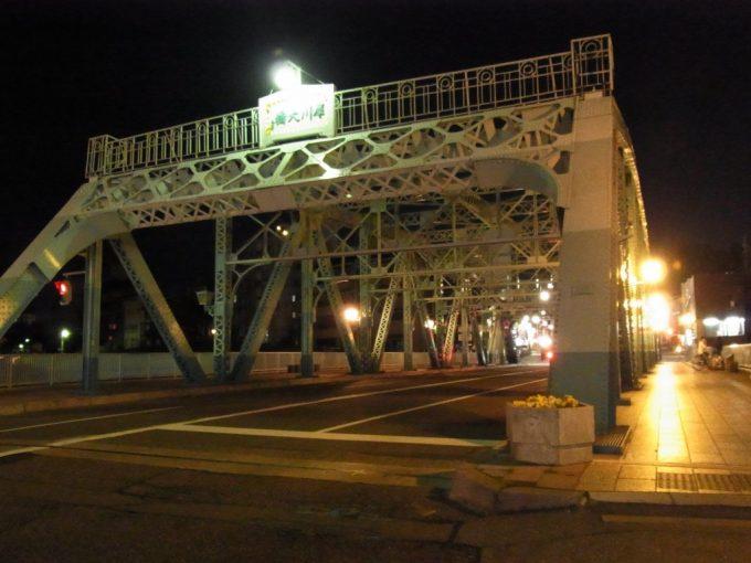 艶めく夜の犀川大橋