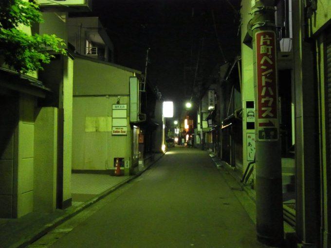 ほろ酔いで歩く夜の金沢