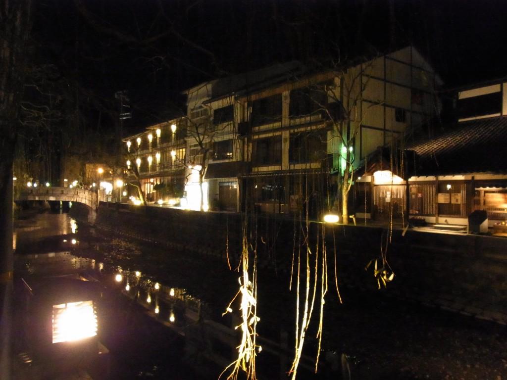 夜の城崎柳と旅館