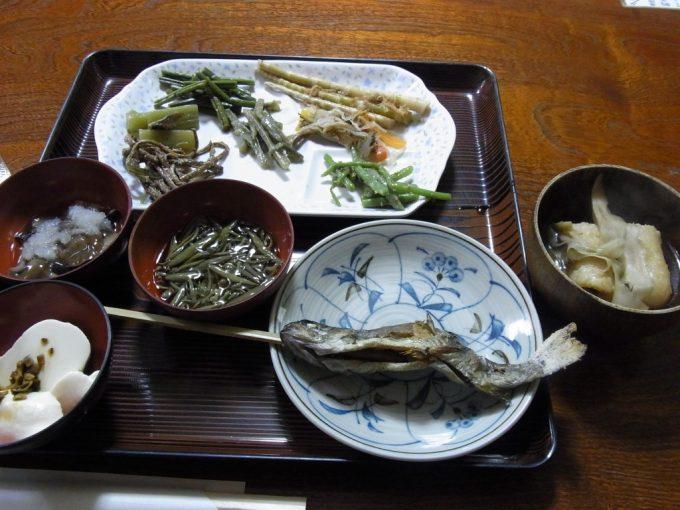八幡平藤七温泉彩雲荘岩魚の塩焼き