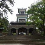 金沢尾山神社ギヤマンが特徴的な神門