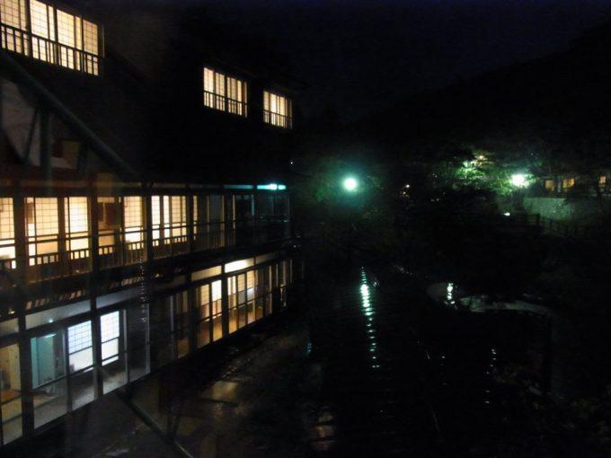 大沢温泉自炊部若葉荘から眺める夜の風情