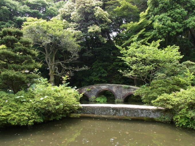 金沢尾山神社アーチが美しい図月橋