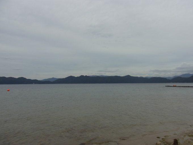 田沢湖遠くに広がる山並み