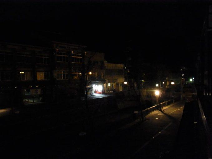 冬の城崎更けゆく夜