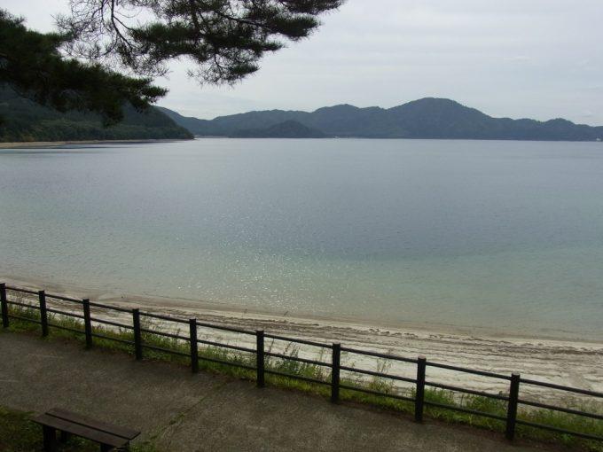 秋の昼下がり穏やかな田沢湖