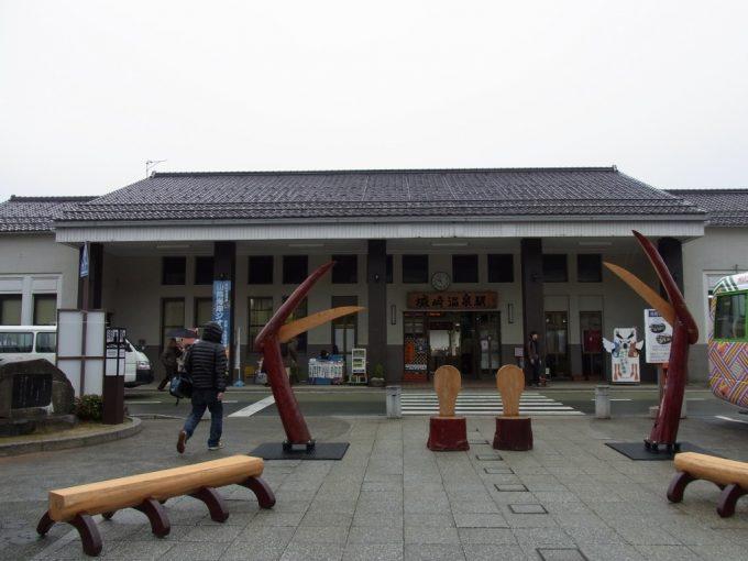 冬の城崎駅蟹のオブジェ