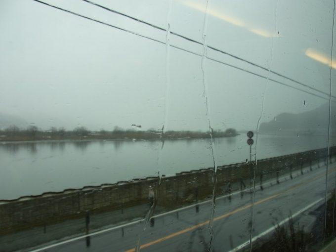 冬の曇天山陰本線車窓