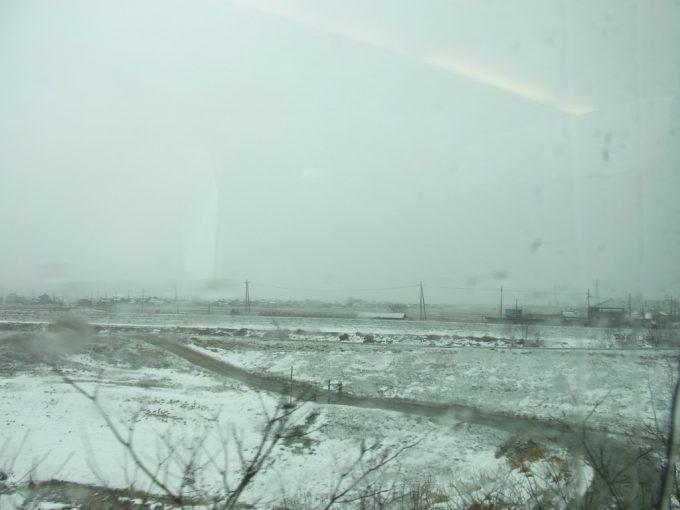 冬の山陰本線特急きのさき車窓を彩る雪景色
