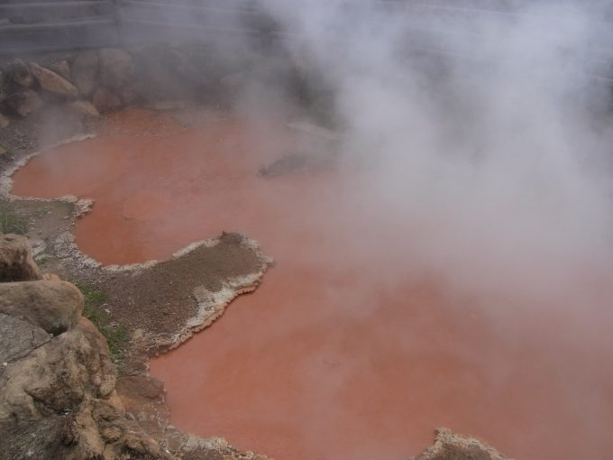 別府地獄めぐりかまど地獄地獄の六丁目赤い池