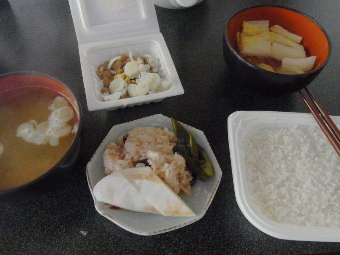 大沢温泉自炊湯治朝食におすそ分けを頂く