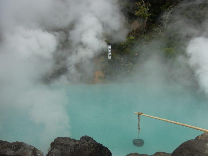 別府地獄めぐり海地獄コバルトブルーの温泉池