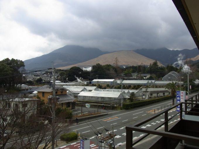 別府鉄輪温泉黒田や客室から眺める山並み