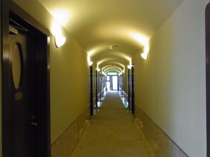 別府鉄輪温泉黒田やアーチが印象的な廊下