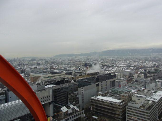 冬の京都タワーから眺める白銀の京都