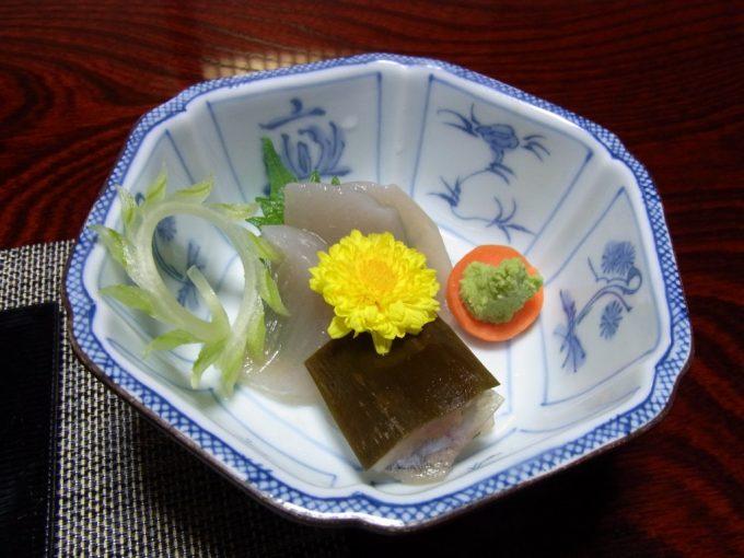 白川郷荻町集落旅館城山館岩魚の昆布締めとこんにゃくの刺身
