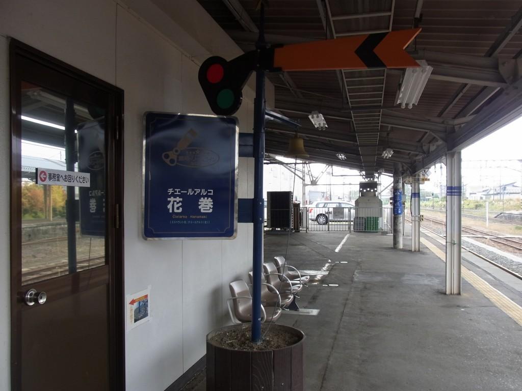 花巻駅釜石線ホームの腕木式信号機オブジェ