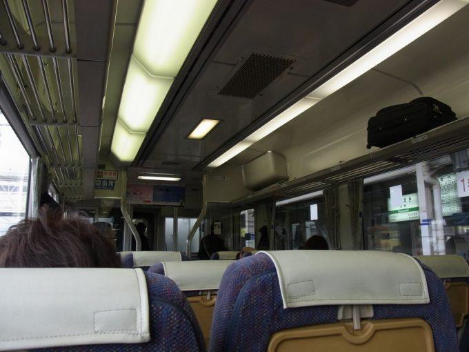 リクライニングシートの並ぶ釜石線快速はまゆりキハ100