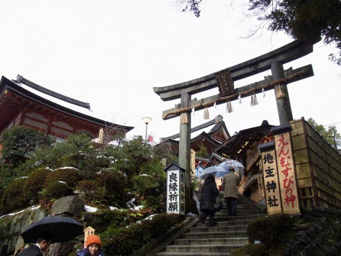 冬の京都清水寺内地主神社鳥居