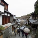冬の京都雨の産寧坂