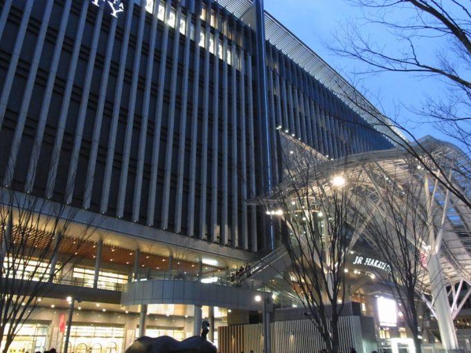夕暮れ時の博多駅