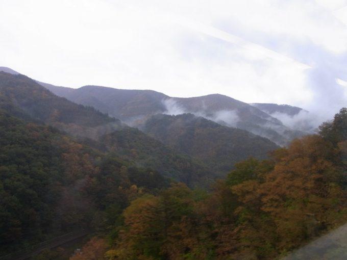 霞が浮く秋の仙人峠