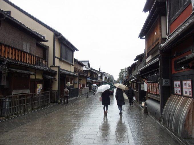 冬の京都雨の祇園