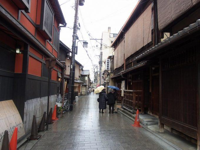 冬の京都雨の祇園しっとりとした街並み